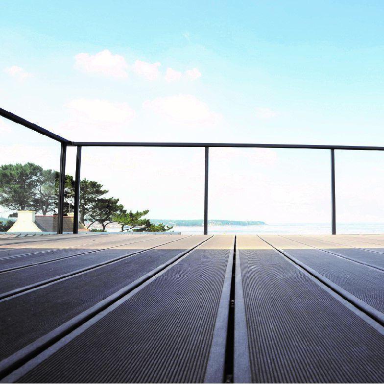 garde corps s curis pour terrasse et jardin isoferm. Black Bedroom Furniture Sets. Home Design Ideas