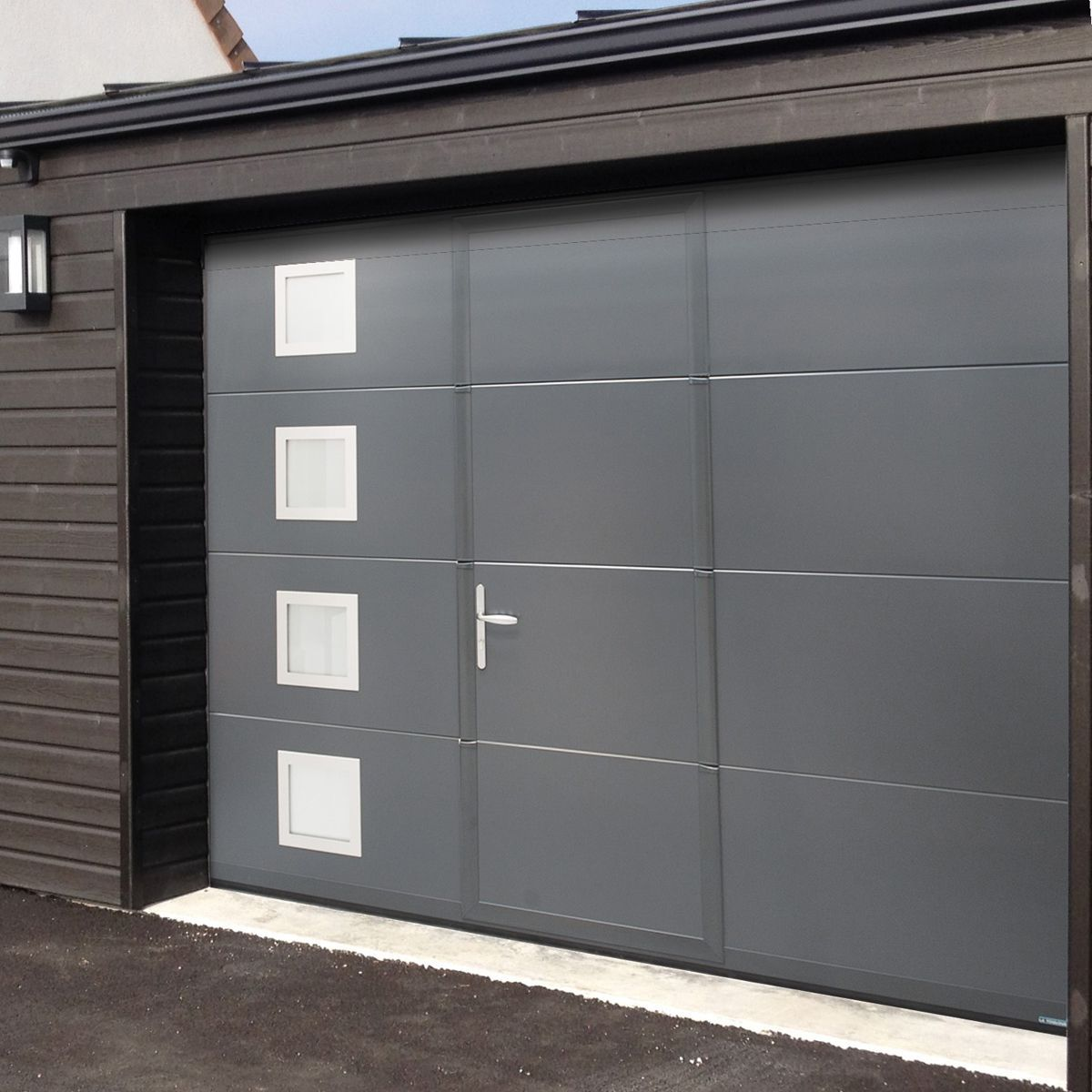 Portes de garage fabriqu es en france sur mesure isoferm for Porte garage automatique avec portillon